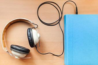 کتاب های صوتی آثار شاعران برجسته را با صدای خودشان بشنوید